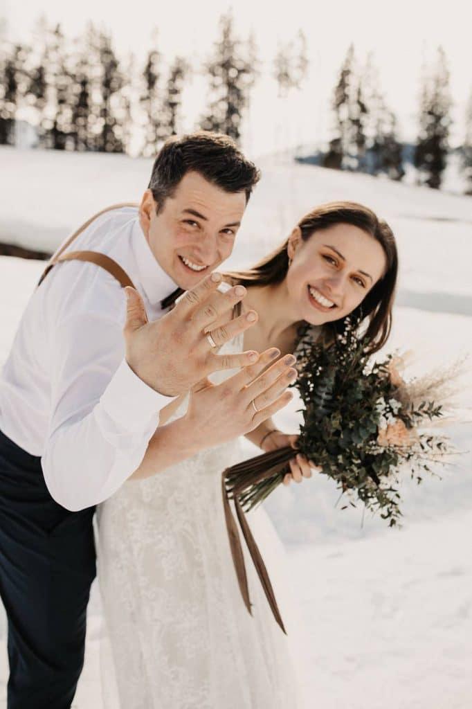 Ein Brautpaar zur Hochzeit auf der Jufenalm vom Hochzeitsplaner arrangiert.