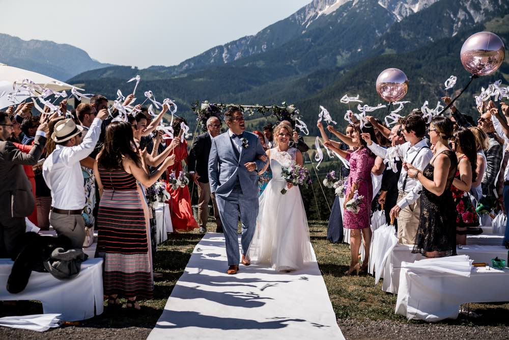 Das ist eine Hochzeit in den Bergen von einem Hochzeitsplaner organisiert.
