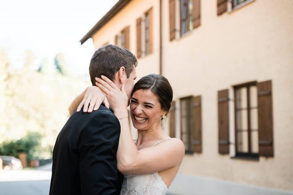 das ist ein Brautpaar im Mangfallblau.