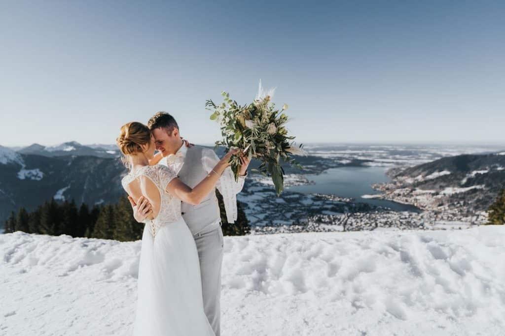 Das ist ein Brautpaar am Wallberg.