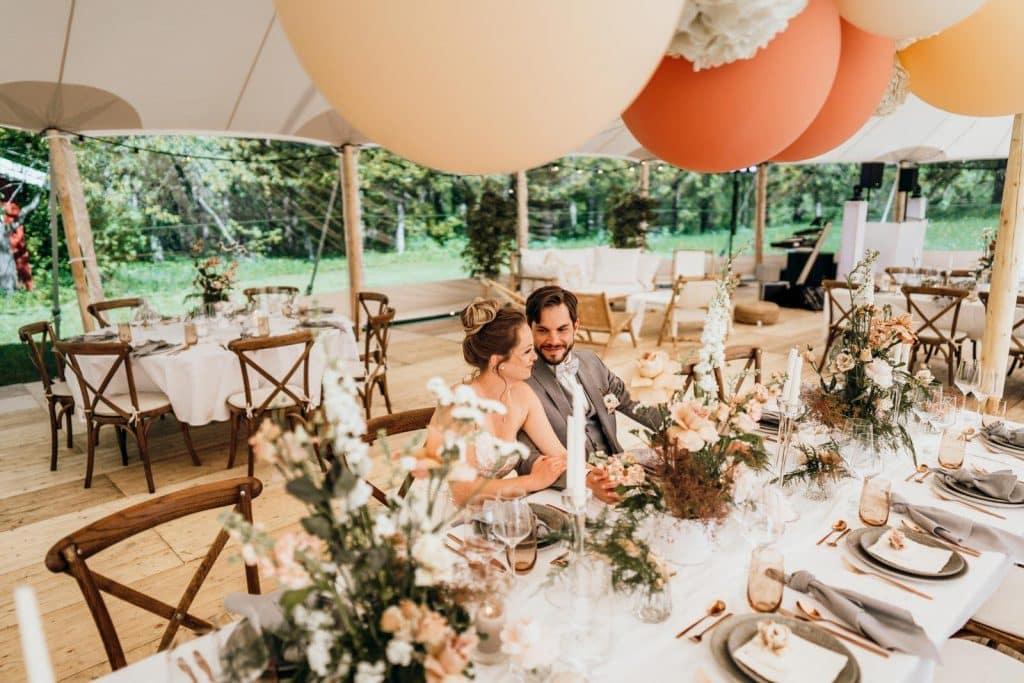 Das ist ein Brautpaar auf gut Hartschimmel.